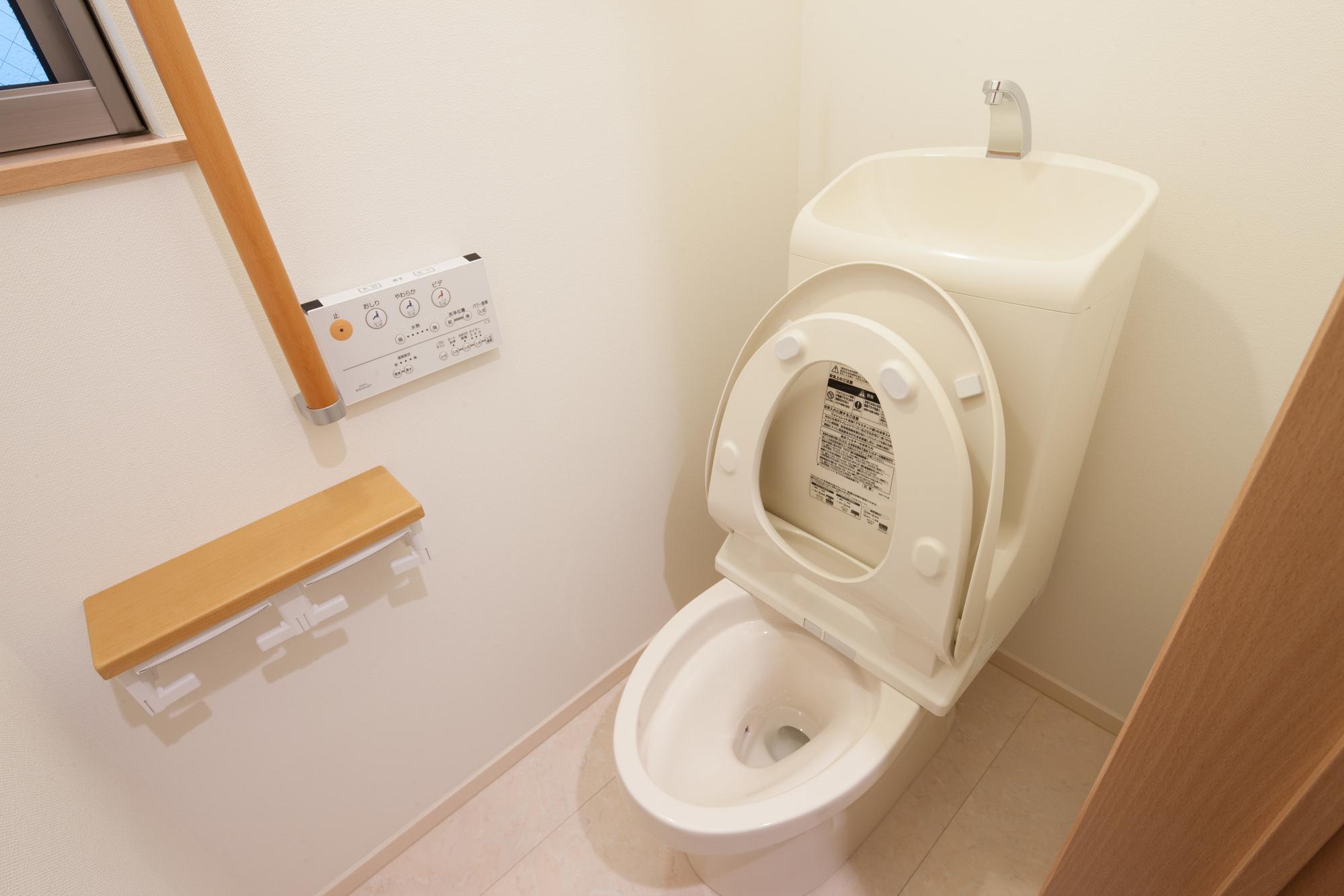 つまっ た トイレ